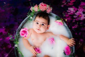 Compositiefoto kind en roze rozen